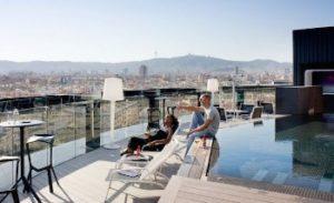 Cocktail en terrasse au Barcelo Raval