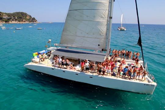 Activité EVJF Catamaran Party à Barcelone