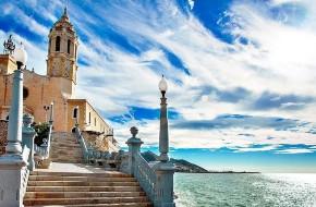 La vieille ville de Sitges surplombe la mer