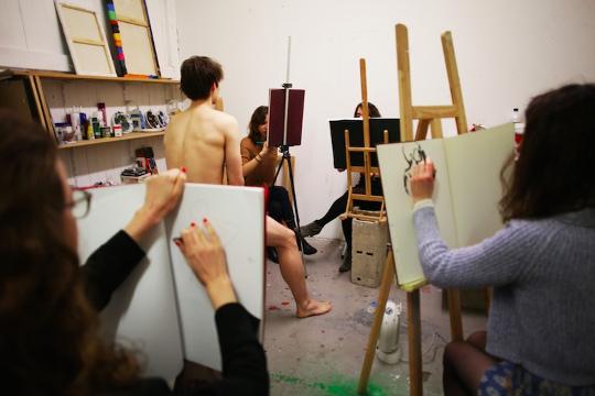 Activité EVJF Cours de dessin de modèle nu à Barcelone