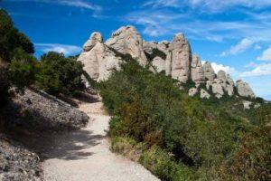 Parcourez les chemins de randonnée à Montserrat