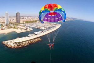 Parasailing durant votre EVJF à Barcelone
