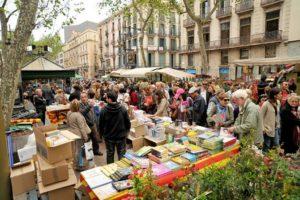 Les rues de Barcelone pendant la Sant Jordi